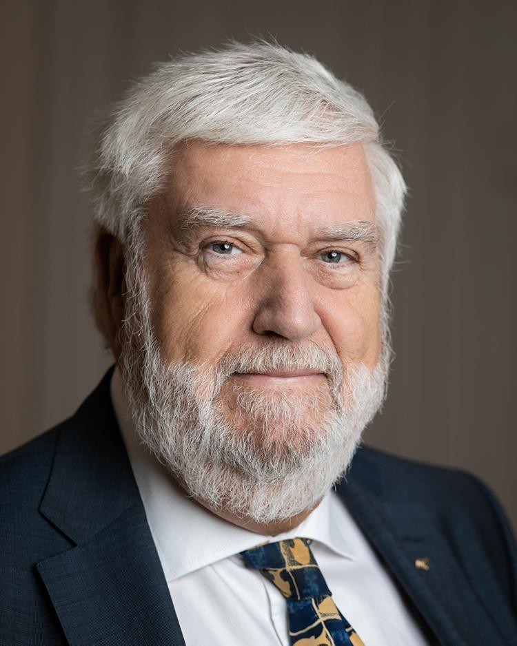 Porträttbild på Björn Wolrath